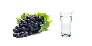 виноград и стакан воды