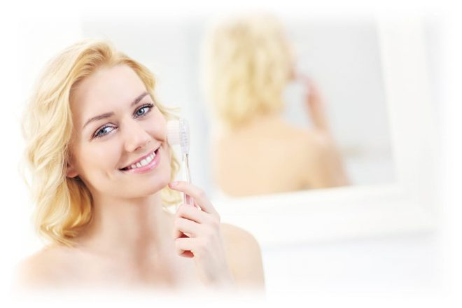 симпатичная девушка в ванной