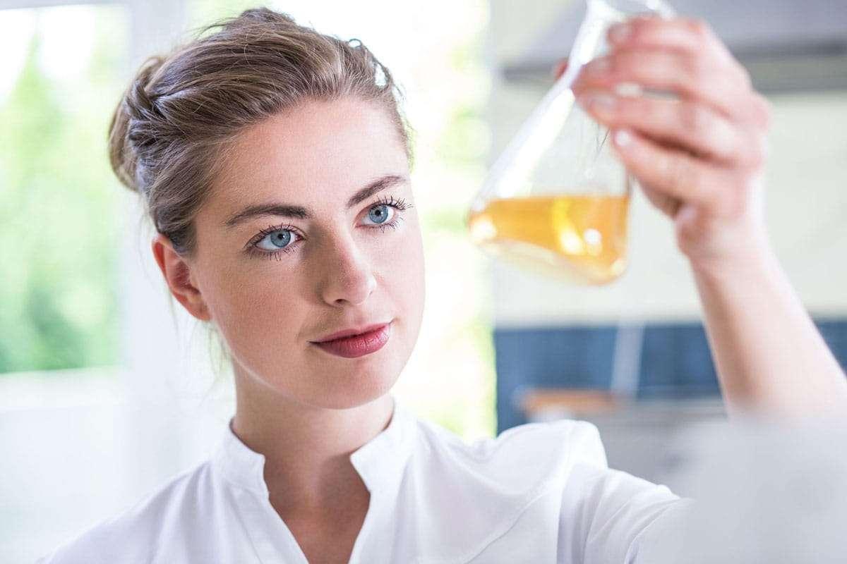 Как правильно сделать пилинг лица содой в домашних условиях: 7 рецептов и правила проведения