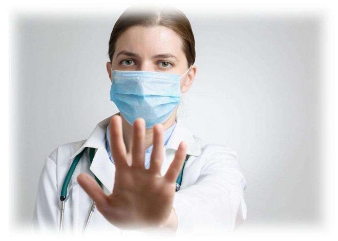 врач с вытянутой рукой